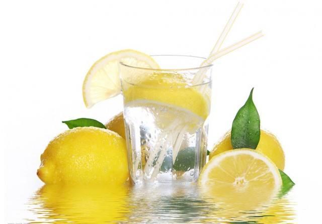 营养学家提醒:早上空腹喝柠檬水要注意两点