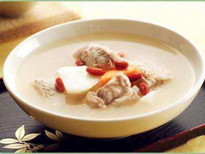 脾虚湿盛:鲜藕白萝卜扁豆兔肉汤
