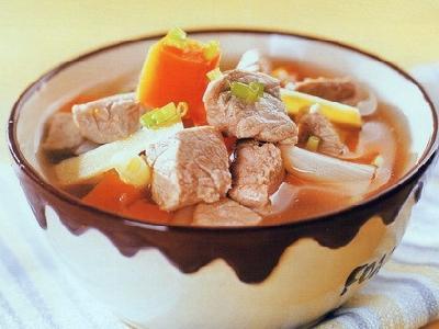 美食:胡萝卜小麦百合煲瘦肉 健脾益气又安神