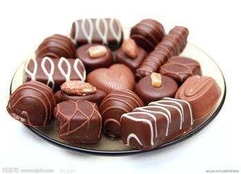 研究表明:中年人常吃巧克力有助减缓听力损失