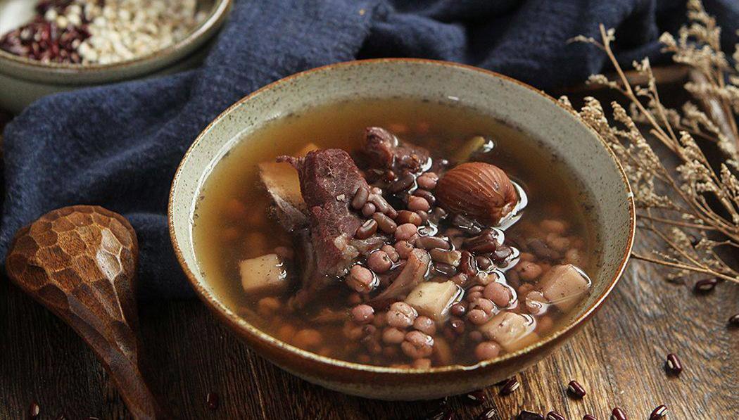 清热利水健脾祛湿,茯苓薏苡仁瘦肉汤