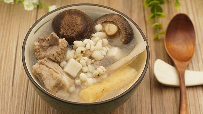 雨水节气汤水 特色菜推荐: 砂仁肉豆蔻排骨汤