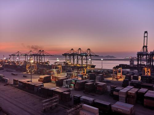 进出口保持高速增长 国内外贸市场多元化发展