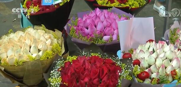 七夕节鲜花订单迎来高峰期 中老年也开始紧跟时尚