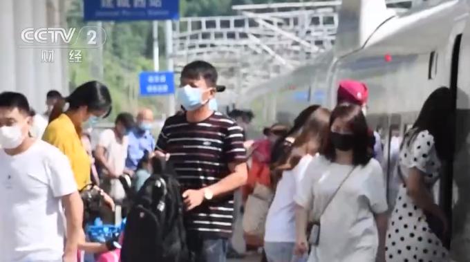 中秋假期武铁持续稳定迎接客流高峰 保证旅客出行便捷